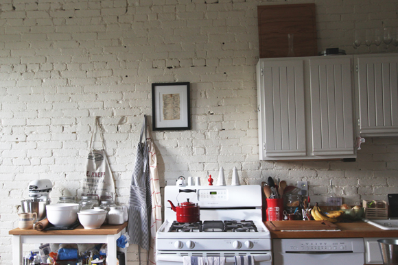 White-brick-wall-kitchen