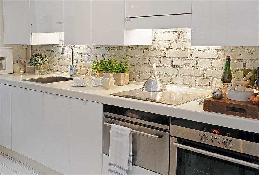 bata putih dinding dapur