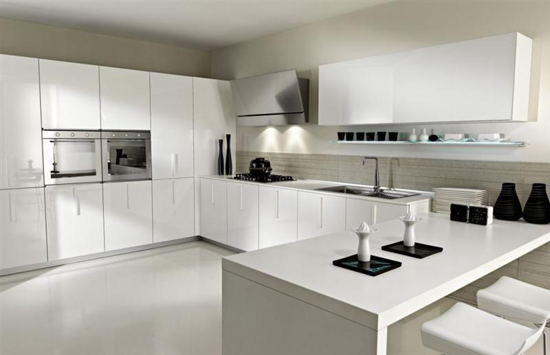 desain dapur dengan corak warna putih (Medium)