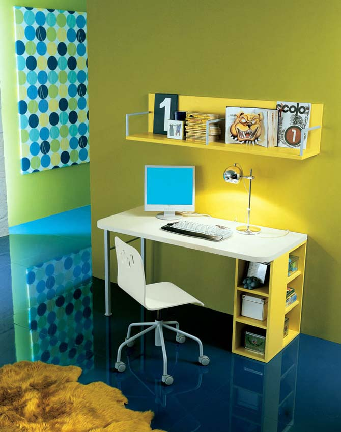 ruang belajar dengan konsep warna kuning