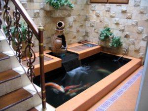 2 contoh-kolam-ikan-di-bawah-tangga