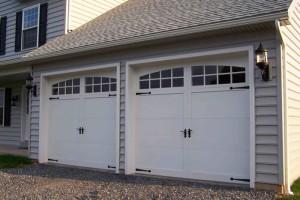 garasi besar dengan dua pintu