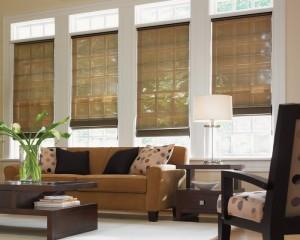 jendela dengan tirai penutup untuk ruang tamu