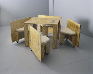 meja mini segi empat dari kayu minimalis
