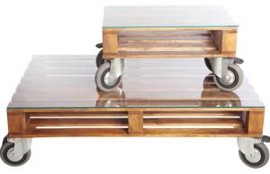 meja ruang tamu keca dilapisi kayu dan kaki roda