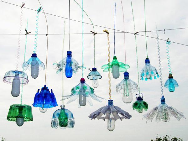 payung lampu dari botol plastik bekas - IDEPROPERTI.COM