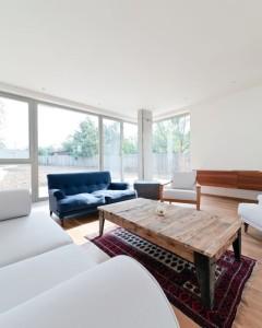 retro meja mini untuk ruang tamu dari kayu dan besi