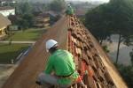 pemasangan atap sirap